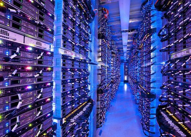微软Azure的一座数据中心内部