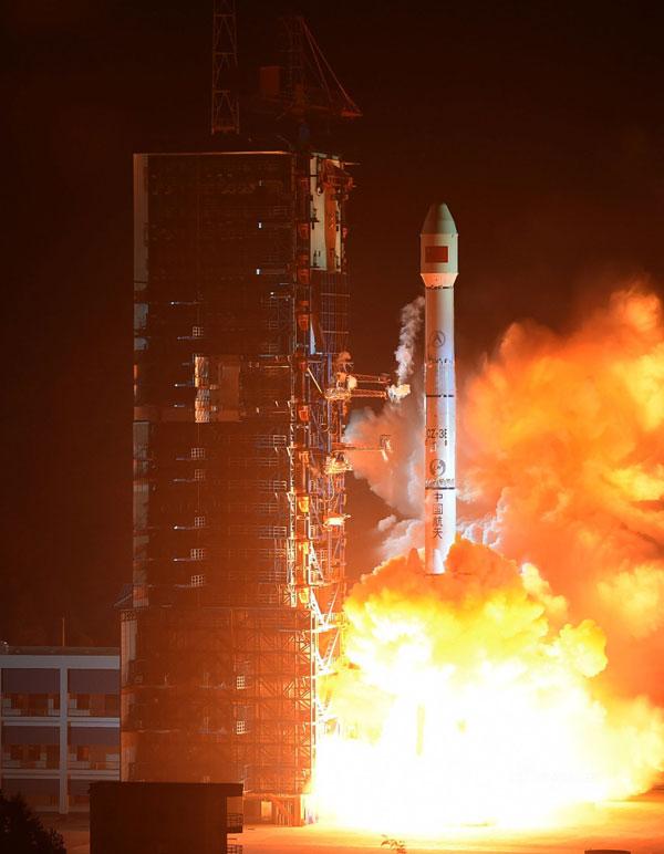 """我国又一颗通信卫星""""中星1C""""成功发射,可提供高质量话音数据"""
