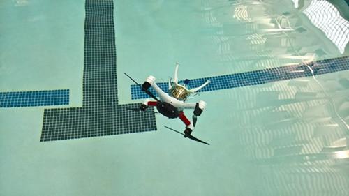 能飞会水的无人机